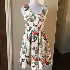 Yumi Dress Fit & Flare Floral Garden Hipster Sz2/4